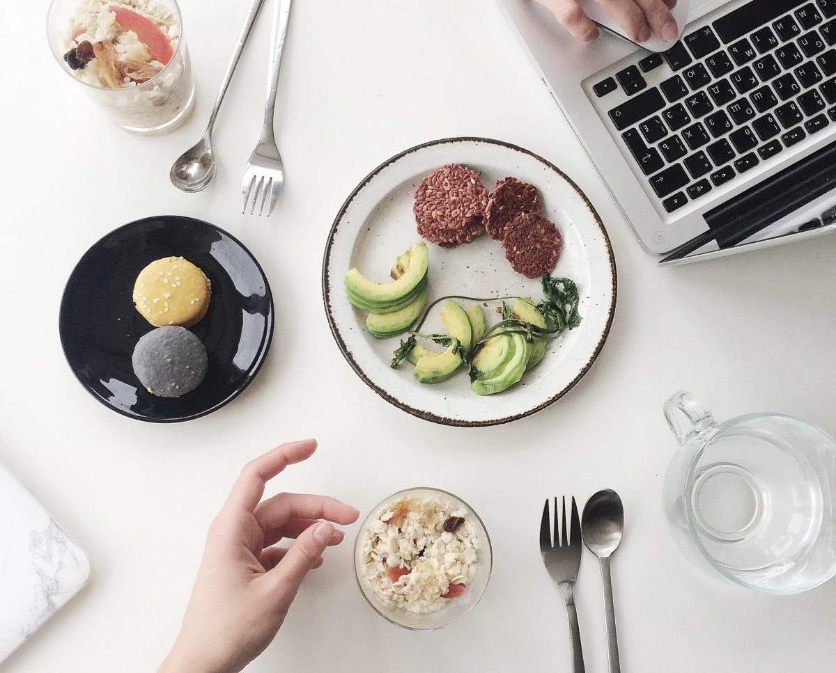 10 Ways to Manage a Professional Life and Healthy Diet